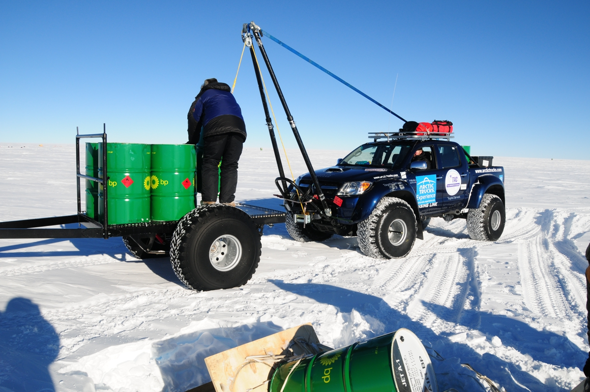 2009-AntarcticaFuelDrop-DSC_8305